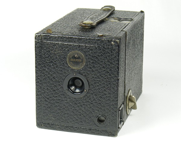 Image of Maxim No 1 Box Camera made by W Butcher & Sons