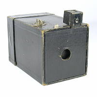 Image of the original Kodak Brownie camera (shoe box)