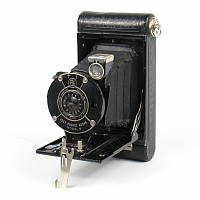 Thumbnail of Vest Pocket Kodak Model B with Kodak Doublet lens